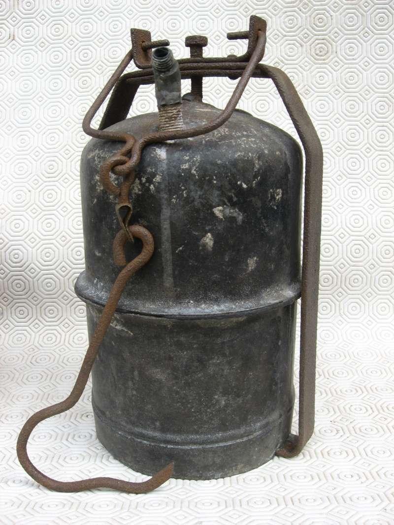 lampes de mineurs,  divers objets de mine, outils de mineur et documents  04111