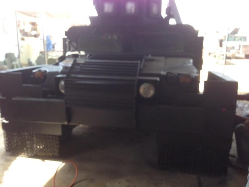 Un Hummer H1 mega blindé !!! 11264810