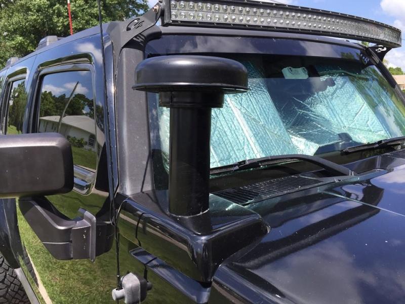 Regardez bien les photos de ce Hummer H3 !  11903710
