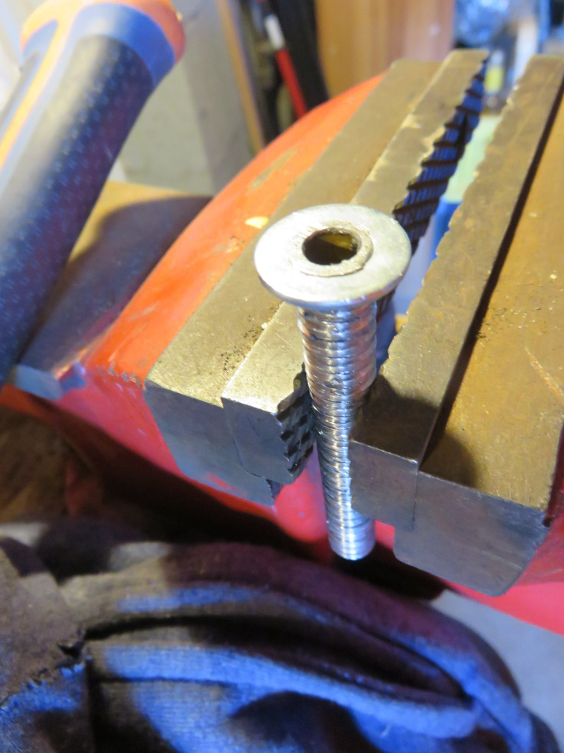Fixation fiable des clignos sur une AV10 Img_0713