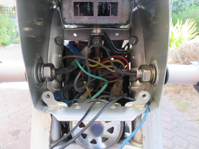 Fixation fiable des clignos sur une AV10 Img_0718