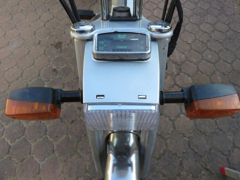 Fixation fiable des clignos sur une AV10 Img_0719