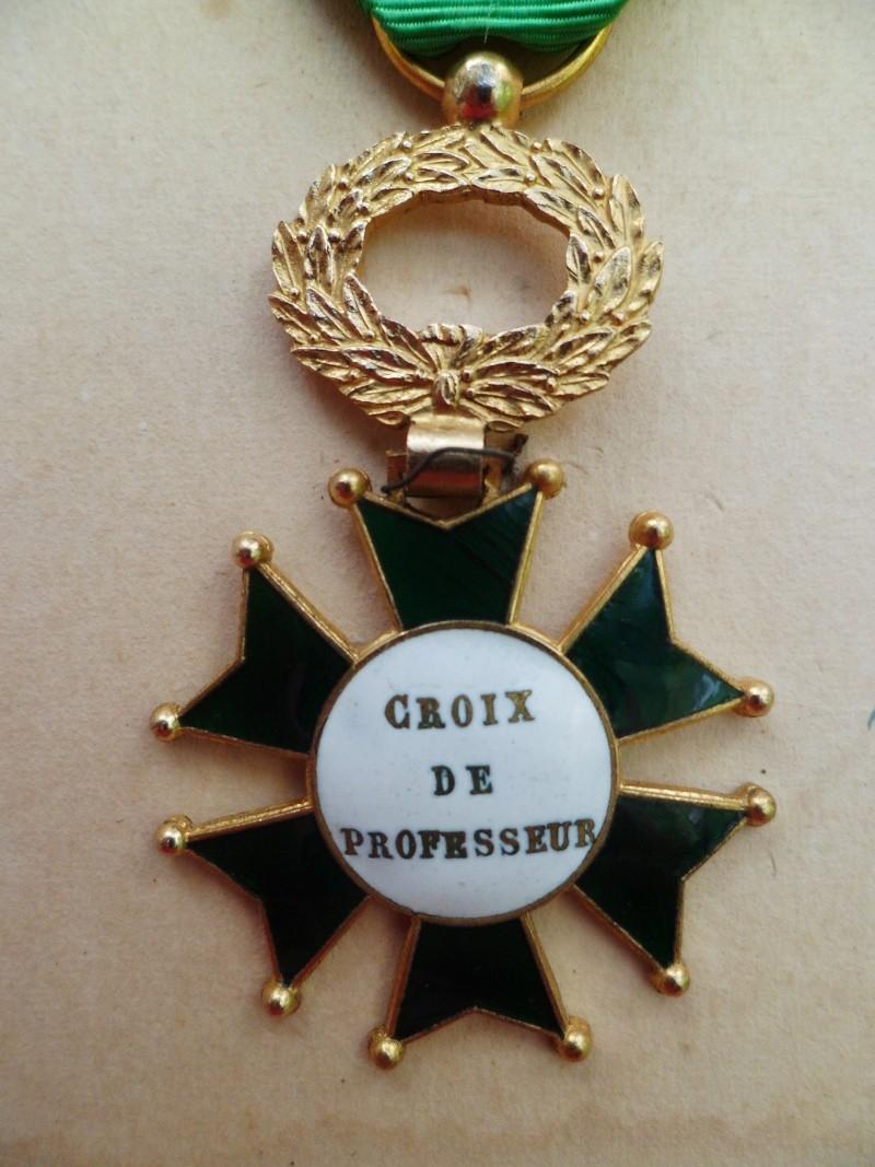 Croix de Professeur en Email et Bronze de l'Ecole St Louis Union Coiffure avec son Diplome - TRES RARE St_lou17