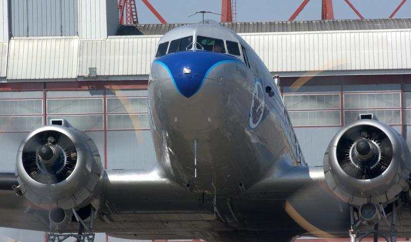 C-47 SKYTRAIN /DOUGLAS DC-3 Chatea68