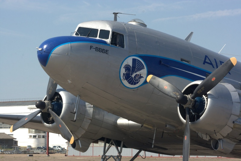 C-47 SKYTRAIN /DOUGLAS DC-3 Chatea69