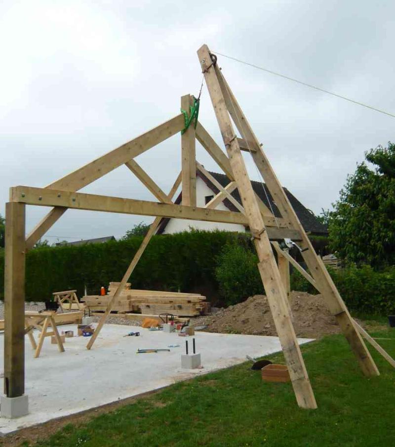 construction d'un abri en charpente - Page 10 Levage10