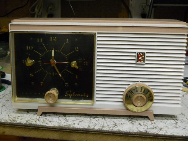 Sylvania clock radio model 5C11 00110