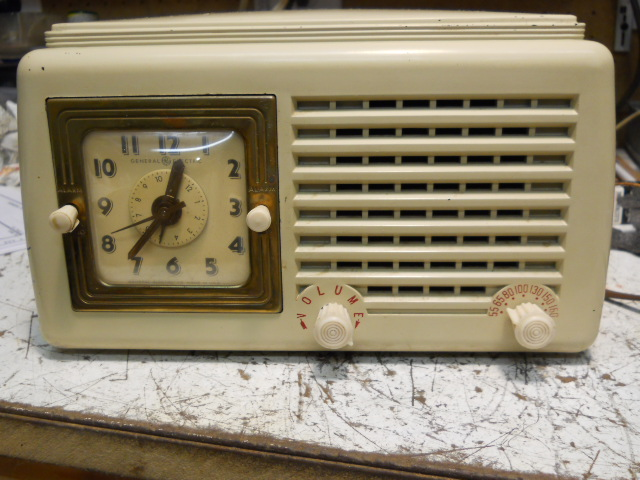 General Electric model 50 TRF clock radio 00112