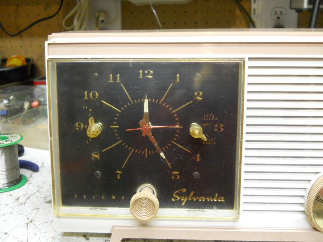 Sylvania clock radio model 5C11 00210