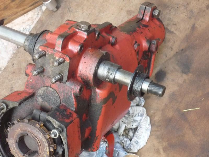 Problème de fuite d'huile sur arbre de roue de MF 70 P1030023