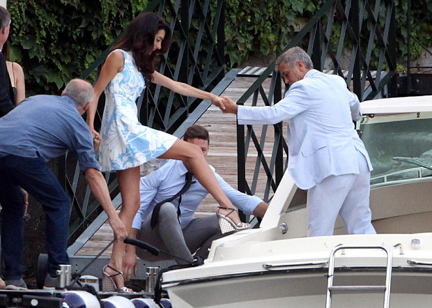 George and Amal Clooney look smitten as they don matching blue hues for date night in Lake Como July 24, 2015 G-dinn13