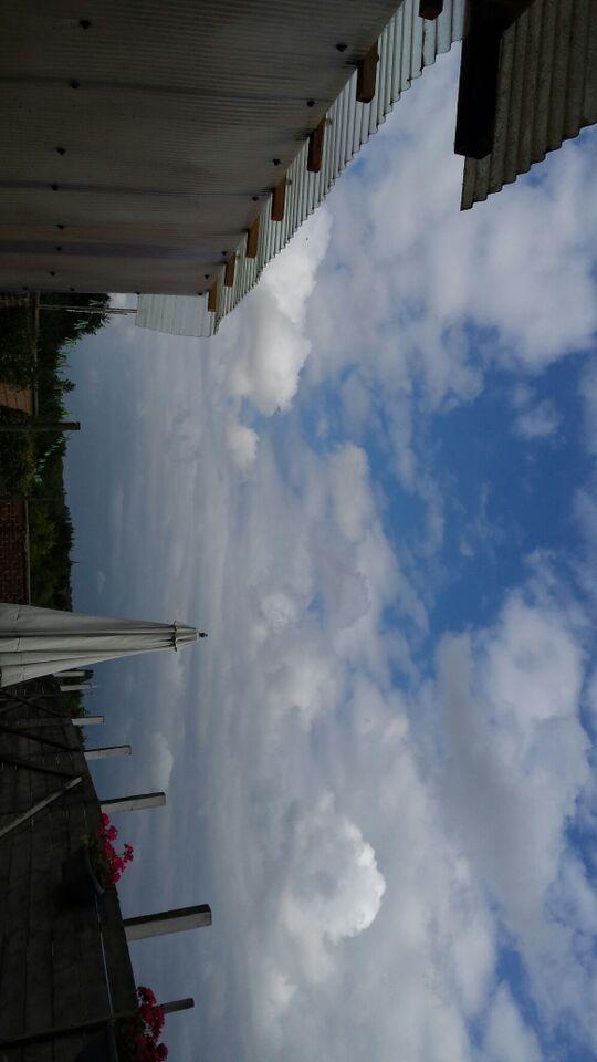 2015: le 04/08 à Environ 14h30 - Une soucoupe volante -  Ovnis à Belgique, Gilly -  - Page 2 110