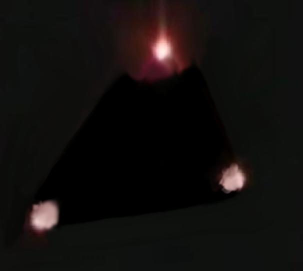 2015: le 20/08 à 22h45 - forme triangulaire avec boules oranges -  Ovnis à FEY - Moselle (dép.57) Nico10
