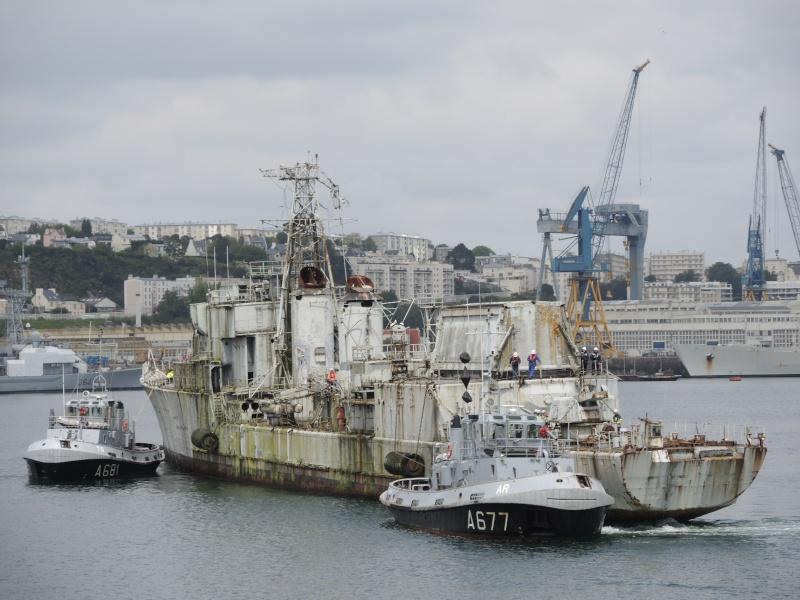 [Autre sujet Marine Nationale] Démantèlement, déconstruction des navires - TOME 2 - Page 3 00910