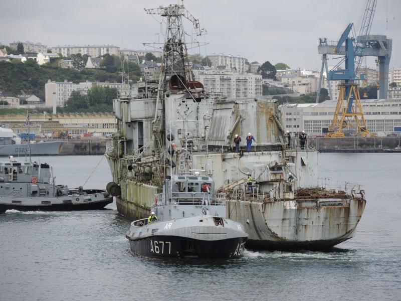[Autre sujet Marine Nationale] Démantèlement, déconstruction des navires - TOME 2 - Page 3 01110