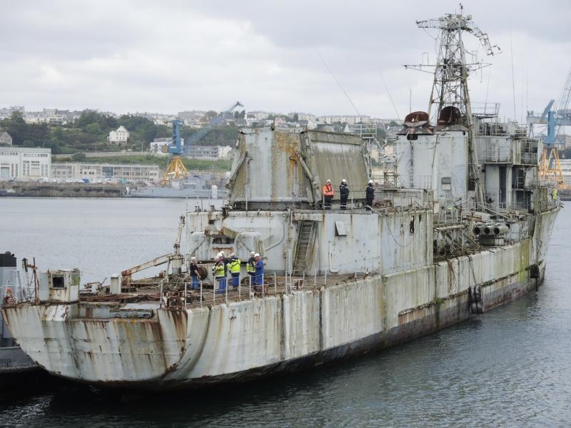 [Autre sujet Marine Nationale] Démantèlement, déconstruction des navires - TOME 2 - Page 3 01510