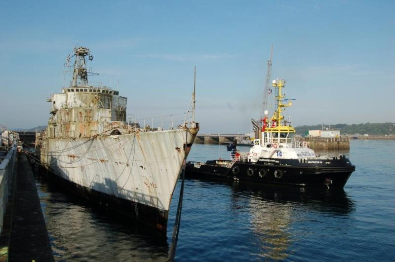 [Autre sujet Marine Nationale] Démantèlement, déconstruction des navires - TOME 2 - Page 3 Dsc_0010