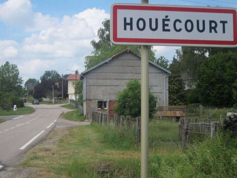 Borne du serment de Koufra: HOUÉCOURT (88) Houyco10