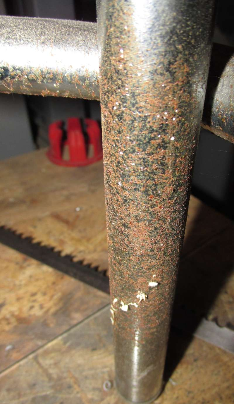 Comment retaper ces pieds de tabouret Img_1130