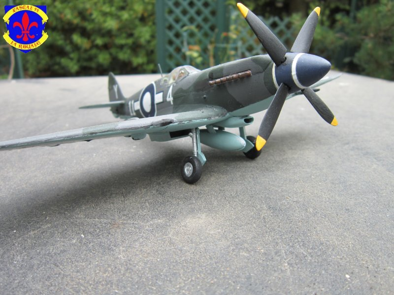 Supermarine Seafire F MK. XV de Revell au 1/48° Img_4106