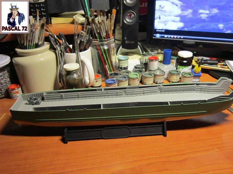 U.S. Navy Landing Ship Médium (Early) au 1/144 par pascal 72 de Revell Img_4121