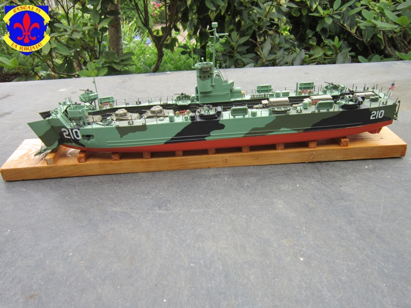 U.S. Navy Landing Ship Médium (Early) au 1/144 revell Img_4953