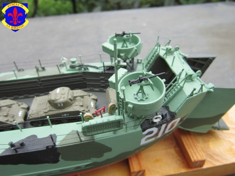 U.S. Navy Landing Ship Médium (Early) au 1/144 revell Img_4960