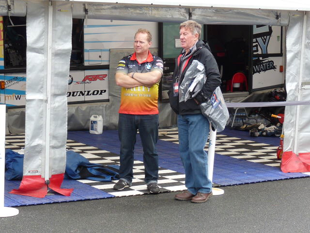 [Road Racing] Classic TT-Manx GP 2015 - Page 3 P1060620