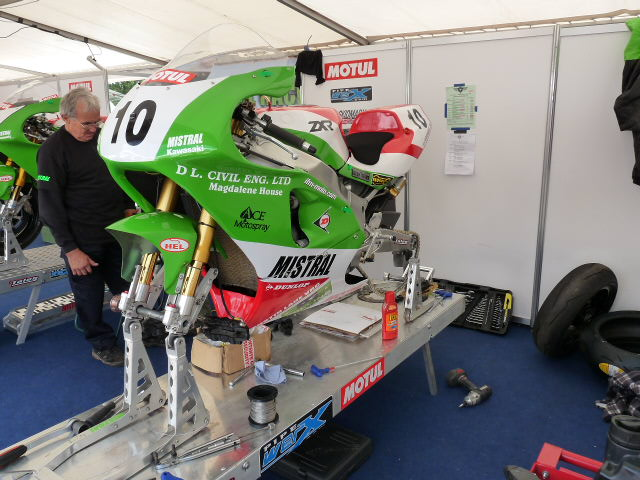 [Road Racing] Classic TT-Manx GP 2015 - Page 3 P1060710