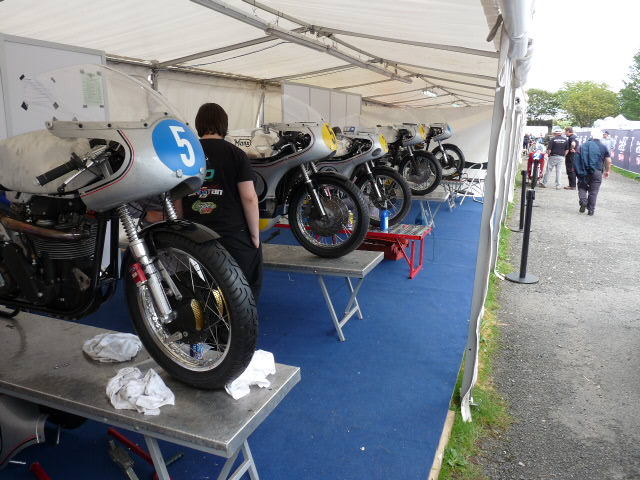 [Road Racing] Classic TT-Manx GP 2015 - Page 3 P1060718