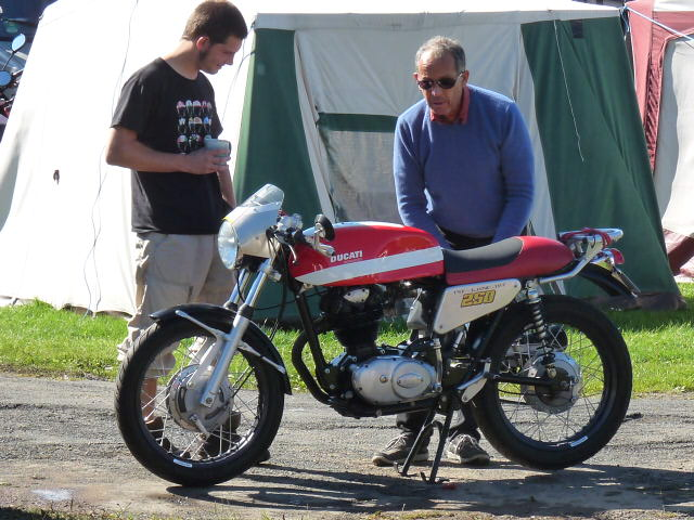 [Road Racing] Classic TT-Manx GP 2015 - Page 5 P1060723