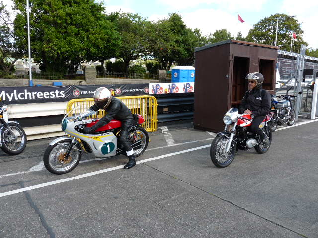 [Road Racing] Classic TT-Manx GP 2015 - Page 5 P1060724