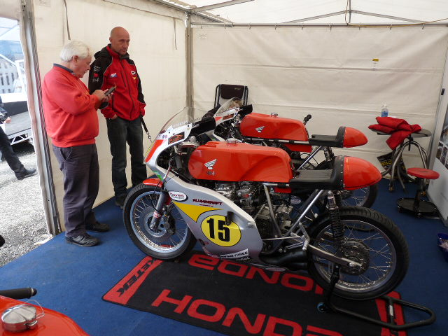 [Road Racing] Classic TT-Manx GP 2015 - Page 5 P1060751