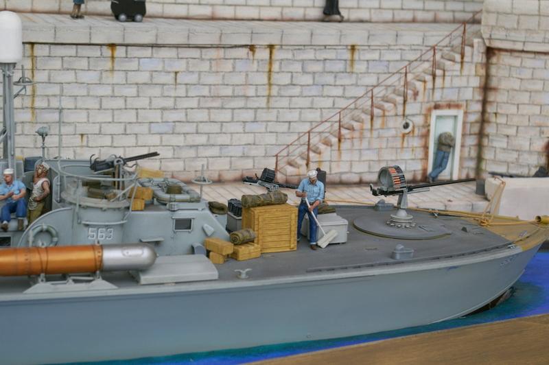 Torpedo boat PT - 596 [italeri 1/35] - Page 11 Imgp8520