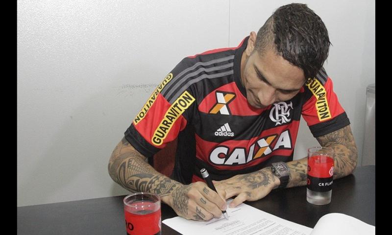 Llegada y primer entrenamiento de Paolo Guerrero en el Flamengo Notici13