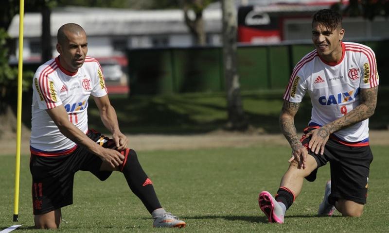 Llegada y primer entrenamiento de Paolo Guerrero en el Flamengo Notici17