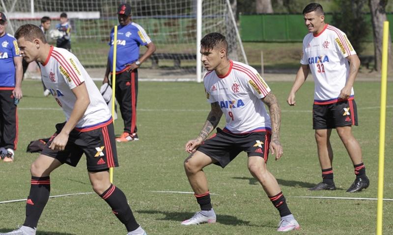 Llegada y primer entrenamiento de Paolo Guerrero en el Flamengo Notici18