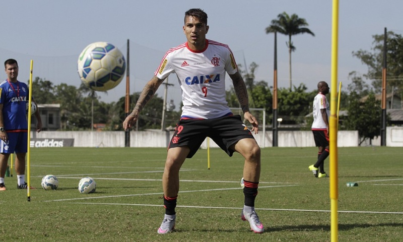 Llegada y primer entrenamiento de Paolo Guerrero en el Flamengo Notici19