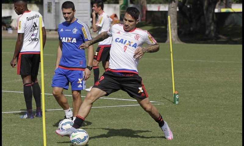Llegada y primer entrenamiento de Paolo Guerrero en el Flamengo Notici20