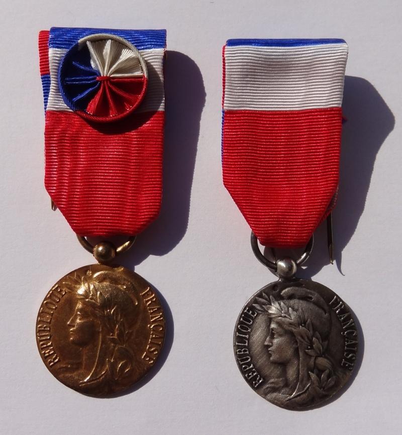 LOT MEDAILLES ( 2 x Travail en argent poinçon par Aubert et Chemins de fer) Prix baissé de 25% Dsc04310