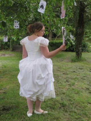 [Terminé] Reine Blanche du pays des merveilles (anciennement costume d'Alice) - Page 3 Img_2310