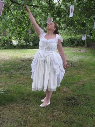 [Terminé] Reine Blanche du pays des merveilles (anciennement costume d'Alice) - Page 3 Img_2311
