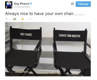 GUY PEARCE SHARES PIC  4210