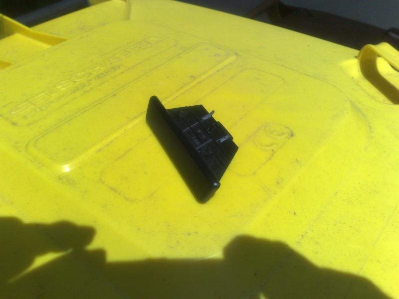 Réparation fermeture couvercle accoudoir arrière 14062011