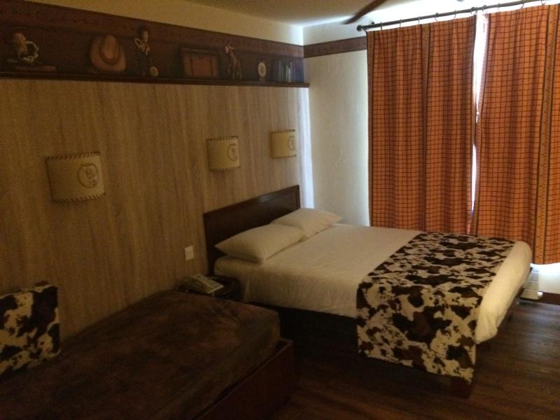 Nouvelles Chambres du Disney's Hotel Cheyenne sur le thème de Toy Story ! Img_7211