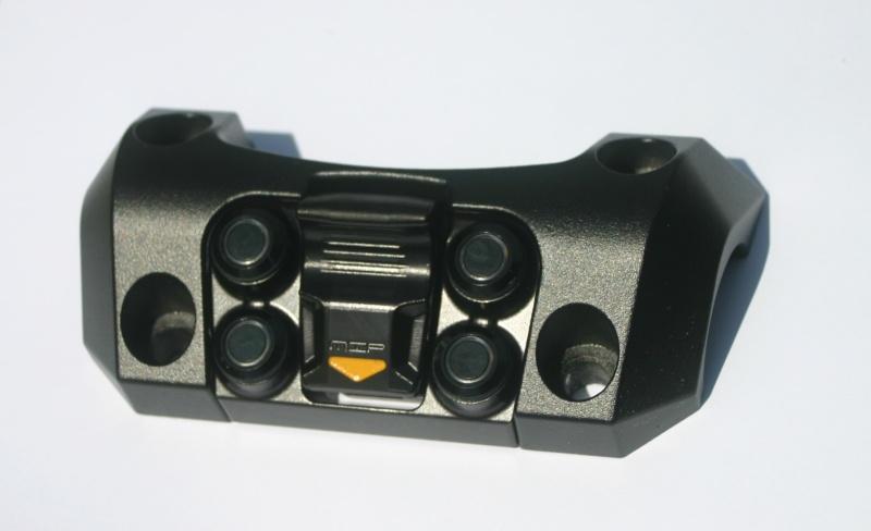Pontet de guidon avec prise USB & 4 boutons de commande Img_0310