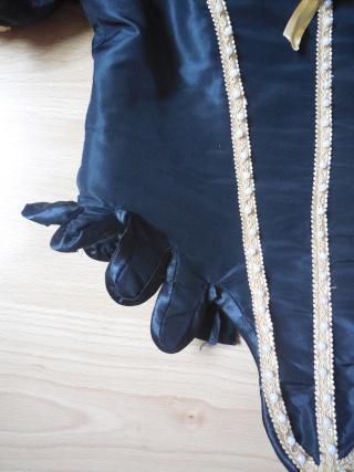 [Histo] Robe 1660 noire et or - Page 3 Dscn3815