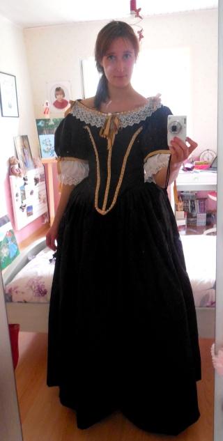 [Histo] Robe 1660 noire et or - Page 3 Dscn3817