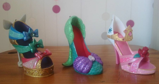 [Collection] Chaussures miniatures / Shoe ornaments - Page 21 11059810