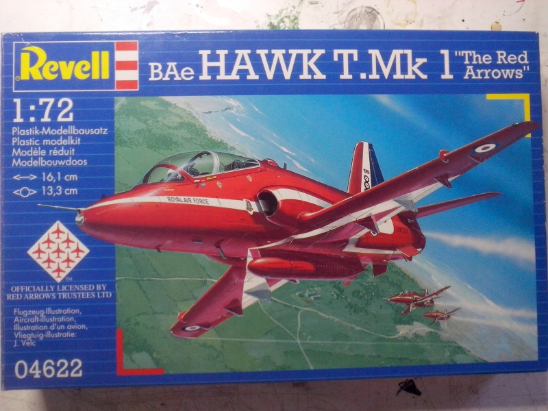 BAE HAWK des Red Arrows (revell) Img_2043